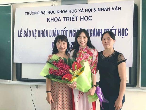 Nữ sinh Hà Nội tốt nghiệp xuất sắc khoa Triết học với khóa luận 10 điểm 4