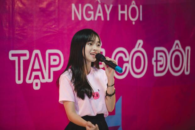 Nữ sinh Hà Nội tốt nghiệp xuất sắc khoa Triết học với khóa luận 10 điểm 5