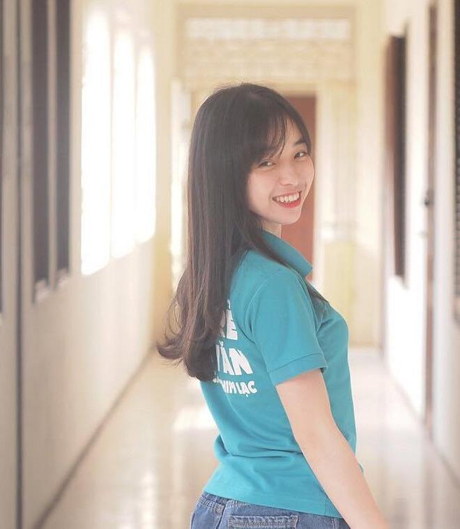 Nữ sinh Hà Nội tốt nghiệp xuất sắc khoa Triết học với khóa luận 10 điểm 7