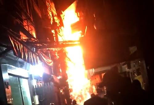 Cháy nhà ở phố Tây Sài Gòn, người dân và du khách hốt hoảng 1