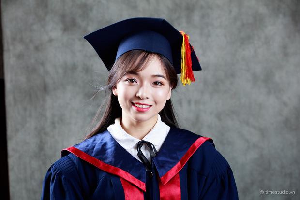 Nữ sinh Hà Nội tốt nghiệp xuất sắc khoa Triết học với khóa luận 10 điểm 1