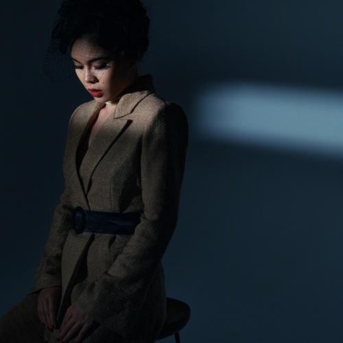Giang Hồng Ngọc khoe vẻ quyến rũ khó cưỡng trong bộ ảnh mới 4
