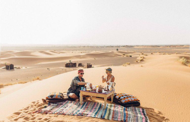 Hình ảnh Cặp đôi blogger kiềm 200 triệu cho 1 bức hình đăng trên Instagram chỉ bằng đi du lịch số 1