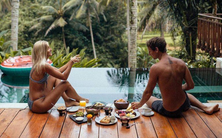 Hình ảnh Cặp đôi blogger kiềm 200 triệu cho 1 bức hình đăng trên Instagram chỉ bằng đi du lịch số 3