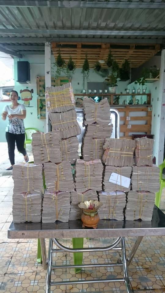 Đặt lư hương, chuẩn bị hàng chục kg tiền lẻ mệnh giá 200, 500 đồng mua vé BOT Cai Lậy 1