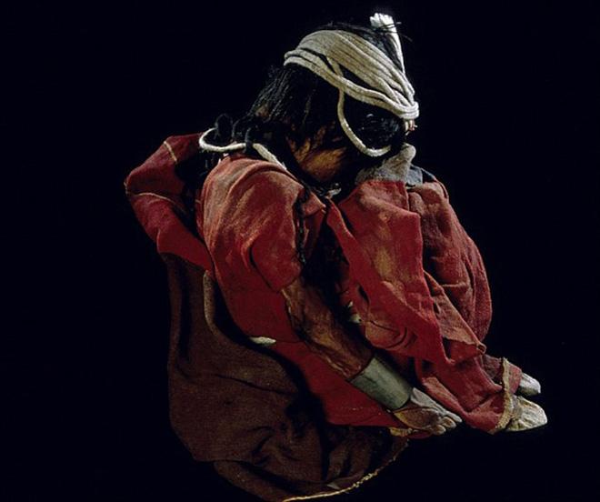 Xác ướp bé gái được chôn từ 500 năm trước còn vẹn nguyên và bí mật chưa từng được tiết lộ - Ảnh 4.