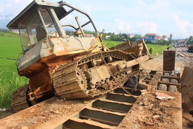 Cận cảnh vụ tai nạn kinh hoàng 5 người tử vong ở Bình Định 5