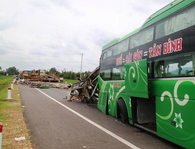 Cận cảnh vụ tai nạn kinh hoàng 5 người tử vong ở Bình Định 1