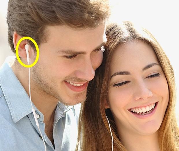Tuyệt đối không cho ai dùng chung tai nghe nếu không muốn hối hận 1