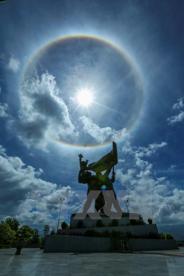 Xuất hiện vòng tròn lạ quanh mặt trời tại Điện Biên 2