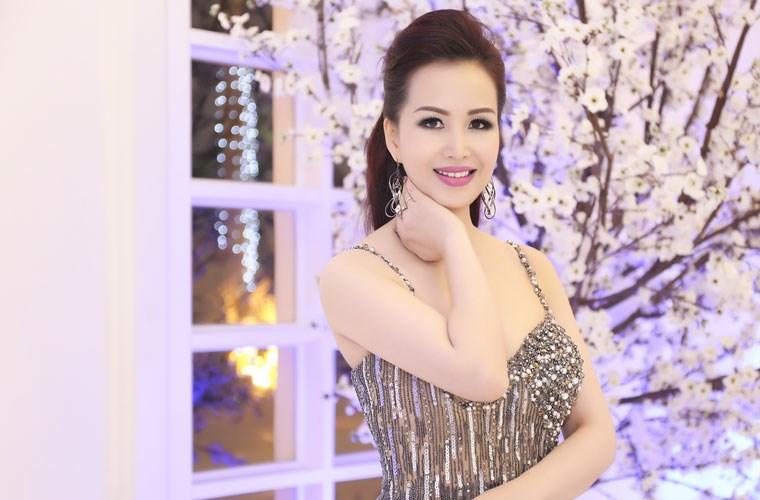 Nhan sắc không tuổi của Hoa hậu siêu ngoại ngữ nhất Việt Nam 3