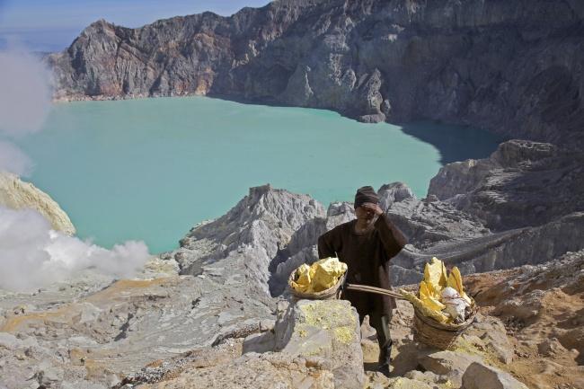 10 hồ nước tử thần đáng sợ nhất thế giới 8