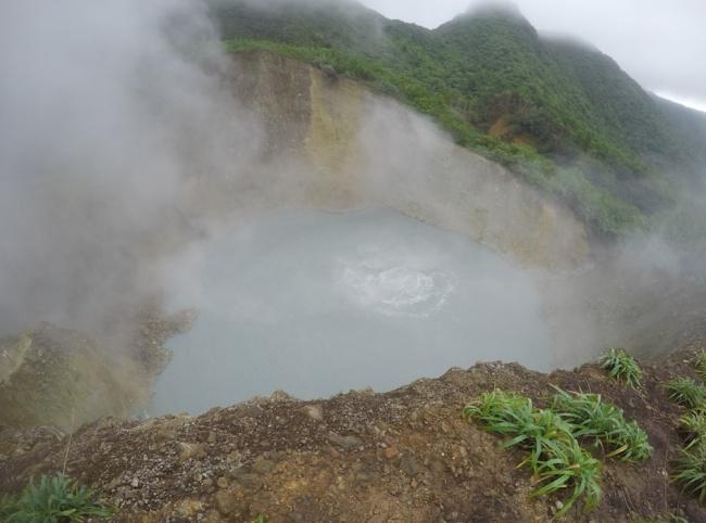 10 hồ nước tử thần đáng sợ nhất thế giới 6