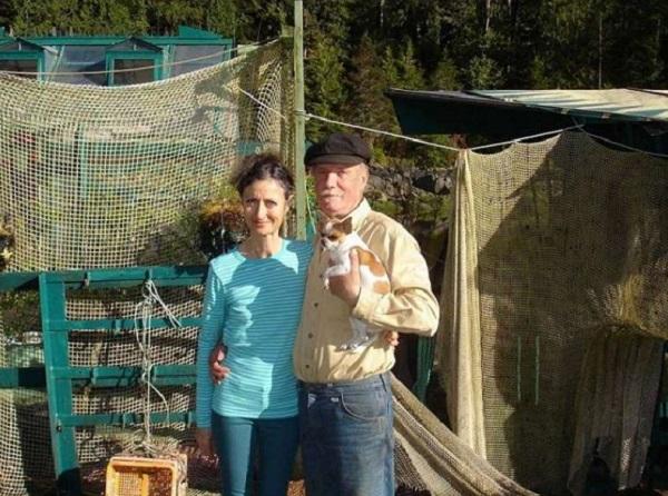 """Chán cuộc sống thành thị, đôi vợ chồng dành hơn 20 năm xây """"vịnh tự do"""" giữa biển 3"""
