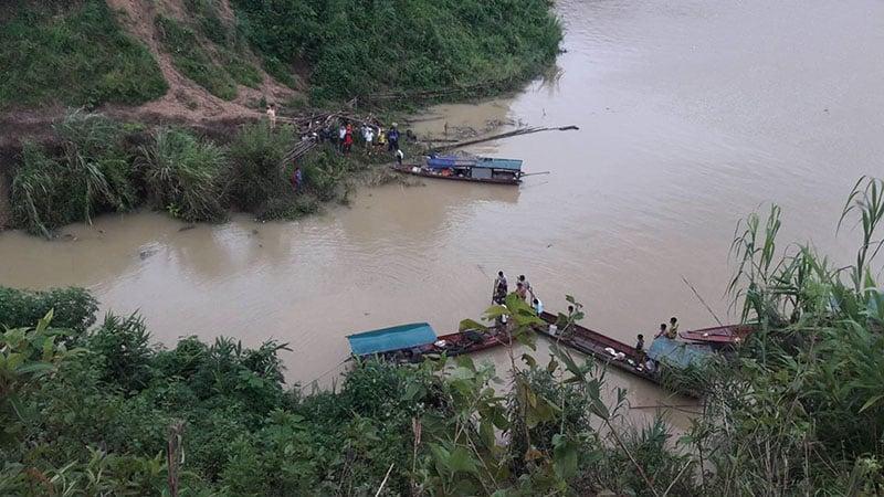 Ô tô lao xuống hồ thủy điện Sơn La, 2 người tử vong 1