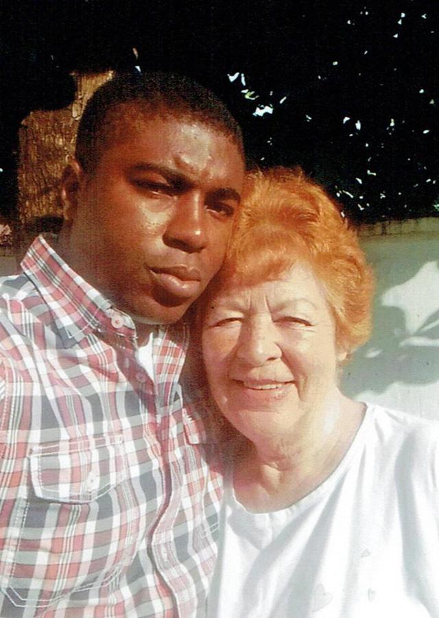 Cụ bà 72 tuổi sa vào lưới tình của trai trẻ kém mình 45 tuổi 1