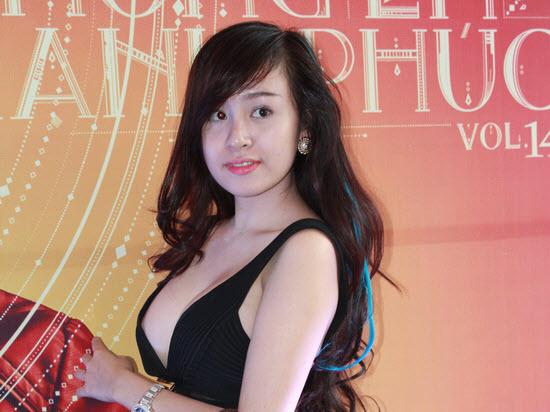 Bà Tưng xuất hiện với chiếc cằm dài đến lạ thường 3