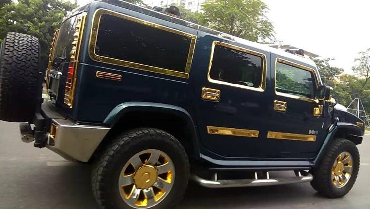 Hình ảnh Cộng đồng mạng xôn xao nữ tài xế lái xe dát vàng xuất hiện ở Hà Nội số 2