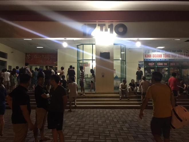 Hà Nội: Cháy chung cư lúc rạng sáng, hàng trăm cư dân đang ngủ bật dậy hò nhau chạy thoát nạn 3