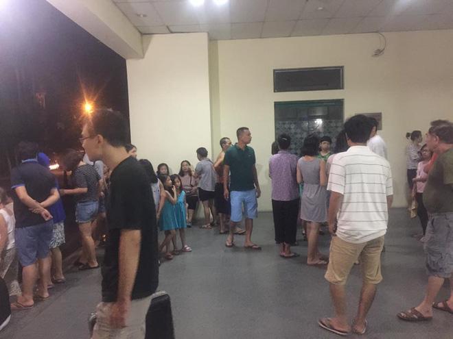 Hà Nội: Cháy chung cư lúc rạng sáng, hàng trăm cư dân đang ngủ bật dậy hò nhau chạy thoát nạn 4