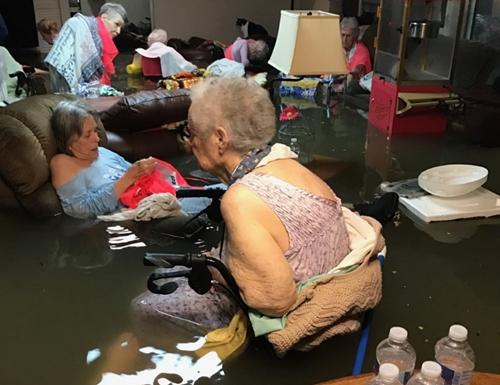 Bão Harvey gây lũ lụt thảm khốc, nhấn chìm thành phố ở Mỹ 5