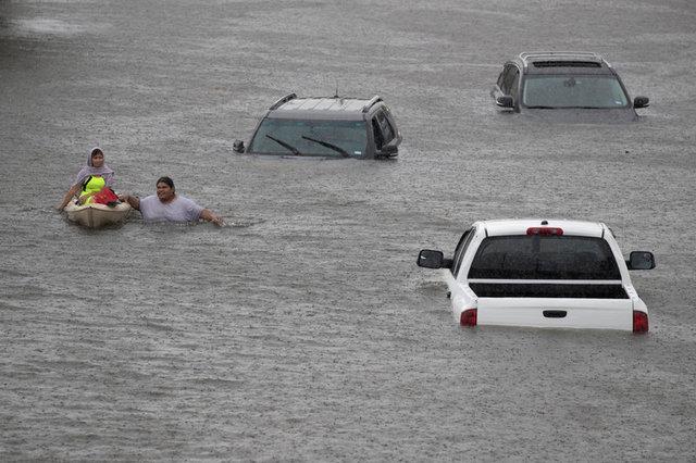 Bão Harvey gây lũ lụt thảm khốc, nhấn chìm thành phố ở Mỹ 3