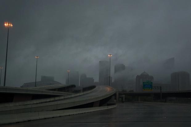 Siêu bão Harvey càn quét, Mỹ huy động xe bọc thép sơ tán dân 1