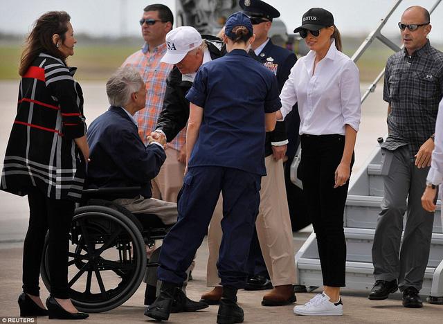 Bão Harvey: Tổng thống Trump đến vùng tâm bão lũ ở Texas  5