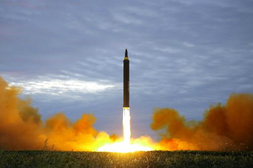 Kim Jong-un chỉ thị phóng thêm nhiều tên lửa vào Thái Bình Dương 1