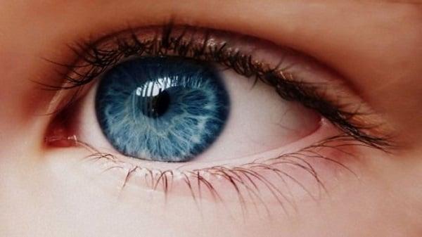 Hình ảnh Chỉ trong 1 phút, màu mắt của bạn sẽ thay đổi cực hay với cách này số 1
