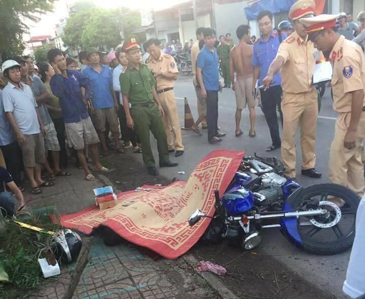 Đâm vào xe chở tôn, tài xế xe máy bị đứt cổ tử vong 1