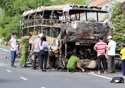 Xe giường nằm bốc cháy, hàng chục hành khách la hét hoảng loạn 1