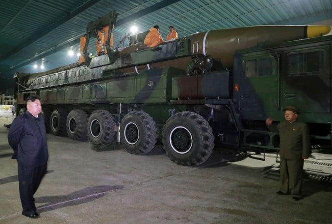 Image result for Triều Tiên chuyển ICBM đến bãi phóng