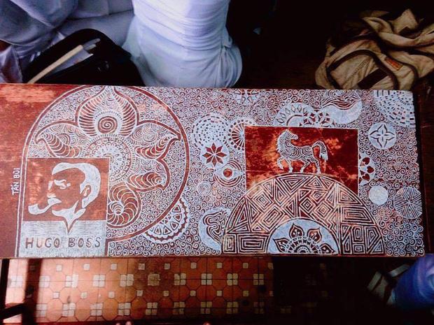 Đà Nẵng: Chỉ với 1 cây bút xóa, nam sinh 9X vẽ hàng chục bức tranh ấn tượng lên bàn học 7