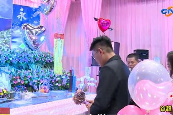 Cô dâu mang thai 5 tháng bất ngờ tử vong, chú rể biến đám tang thành đám cưới 2