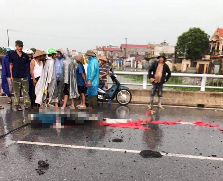 Đạp xe qua cầu, người phụ nữ 50 tuổi bị sét đánh tử vong 1