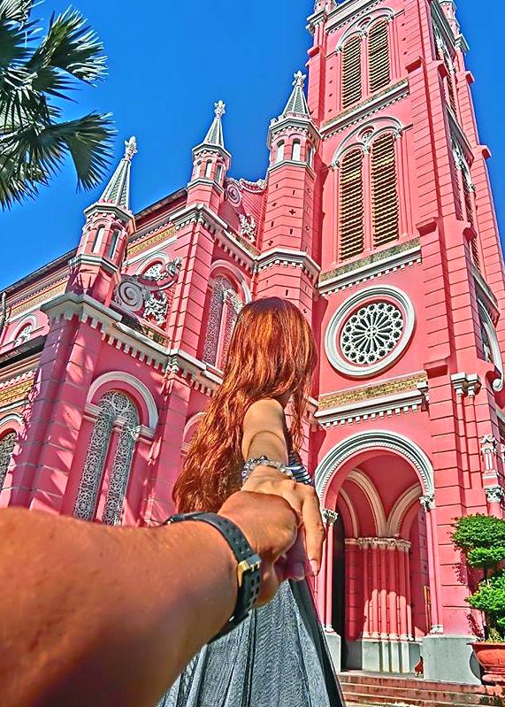 Hình ảnh Cận cảnh nhà thờ màu hồng đẹp như cổ tích nằm giữa phố Sài Gòn số 1