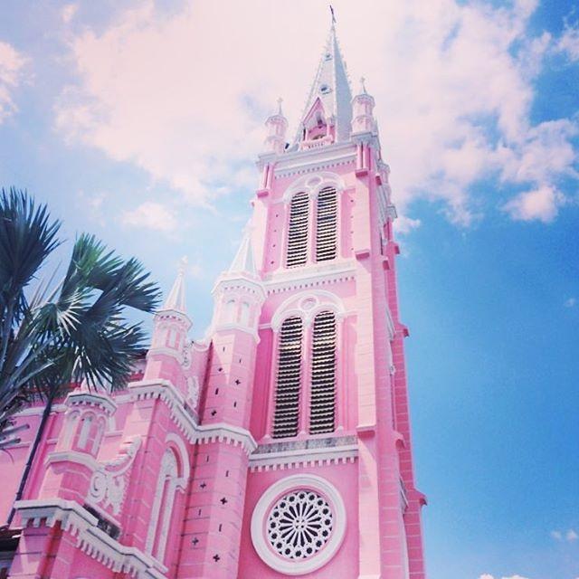 Hình ảnh Cận cảnh nhà thờ màu hồng đẹp như cổ tích nằm giữa phố Sài Gòn số 7