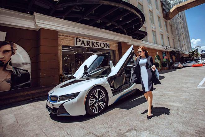Cuộc sống xa hoa của cô vợ Đà Nẵng được tặng nhẫn kim cương, đi siêu xe 7 tỉ 2