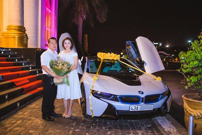 Cuộc sống xa hoa của cô vợ Đà Nẵng được tặng nhẫn kim cương, đi siêu xe 7 tỉ 1
