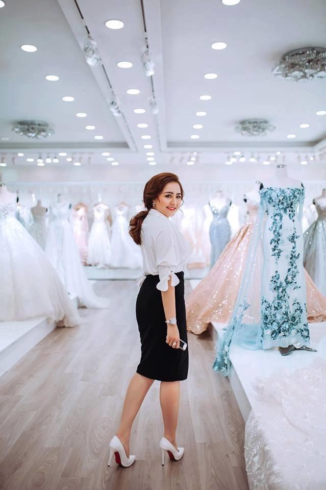 Cuộc sống xa hoa của cô vợ Đà Nẵng được tặng nhẫn kim cương, đi siêu xe 7 tỉ 4