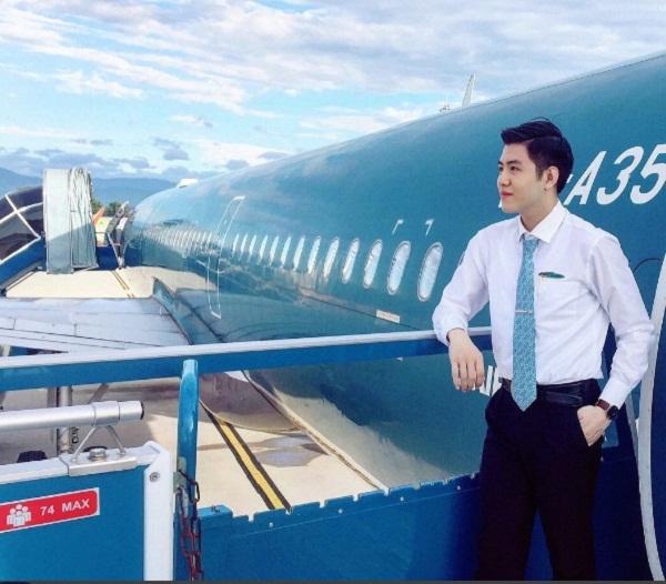 """Vì quá đẹp trai, """"hot boy hàng không"""" hãng Vietnam Airlines bỗng nhiên nổi tiếng sau 1 đêm 2"""