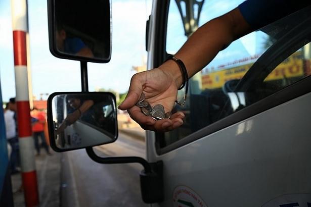 BOT tuyến tránh Biên Hoà hỗn loạn vì tài xế lại dùng đồng xu trả phí 1