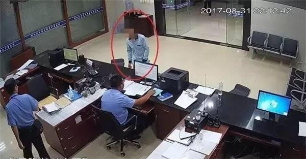Hình ảnh Vì không muốn nộp lương cho vợ, người đàn ông nhận kết đắng khi dàn cảnh bị cướp số 1
