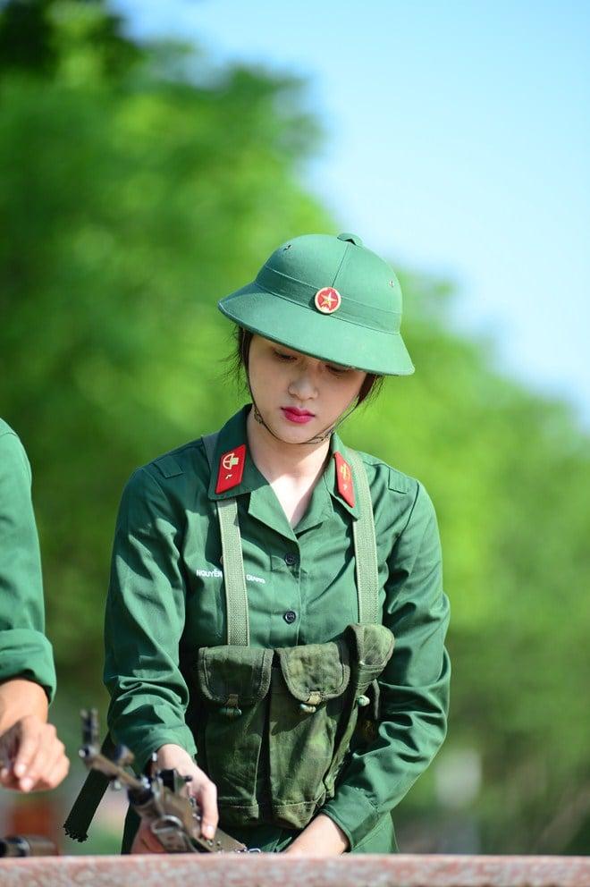 """Hình ảnh Càng nghiêm túc, Hương Giang Idol càng siêu """"lầy"""" trong  """"Sao nhập ngũ"""" số 7"""