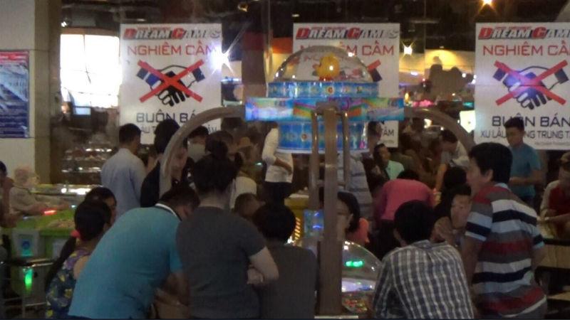 Hình ảnh Bắt quả tang 15 người đánh bạc trong trung tâm thương mại Aeon Mall số 1