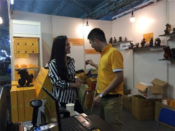 Tình cảm bên chồng tại hội chợ, Nhật Kim Anh chính thức bác bỏ tin đồn ly hôn 2