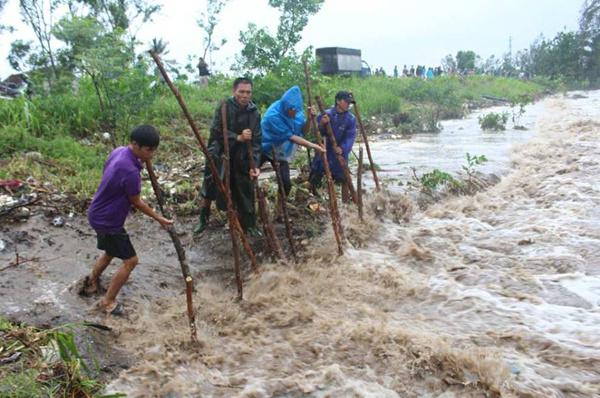 Tin bão số 10 mới nhất: Quảng Bình mất điện diện rộng 5