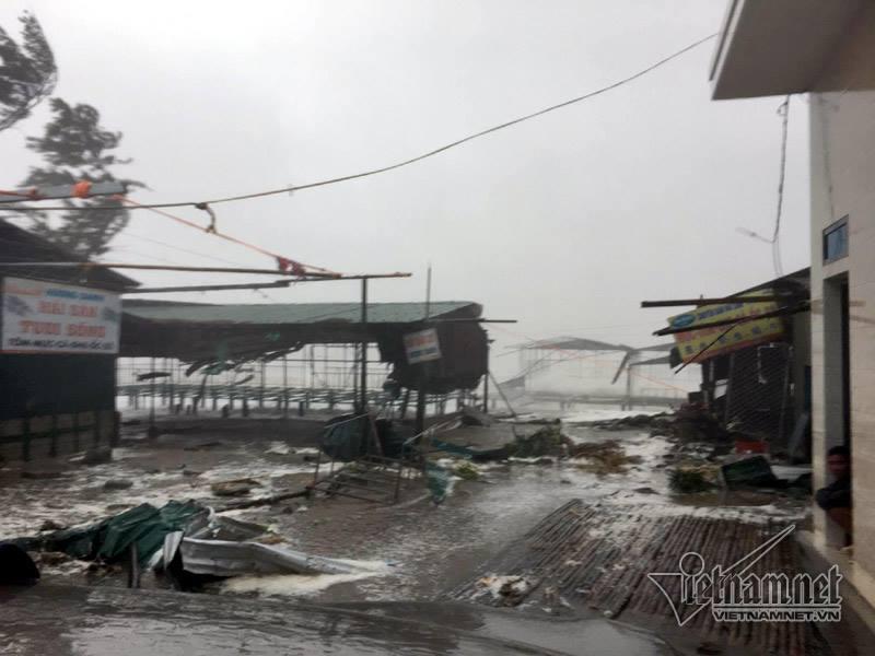 Tin bão số 10 mới nhất: Quảng Bình mất điện diện rộng 4
