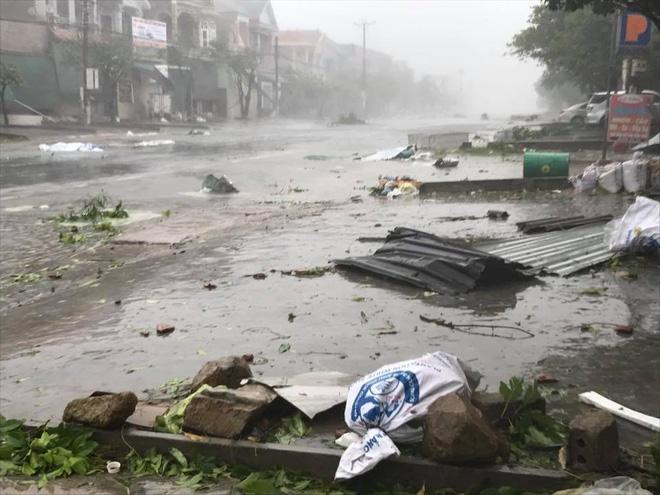 Bão vào bờ vẫn giật cấp 15, đã có người chết và mất tích, hàng trăm hộ dân mắc kẹt 7